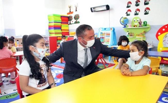 Müdür Kökrek, öğrencileri ziyaret etti