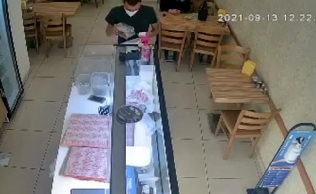 Sadaka kutusunu çalan hırsız, güvenlik kameralarına yansıdı!