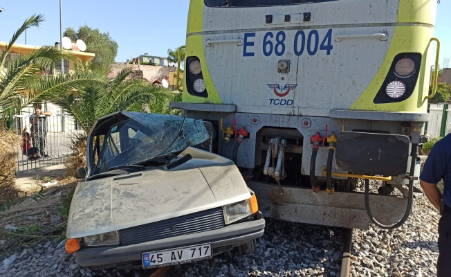 Tren Otomobile Çarptı: 1 Kişi Yaralandı