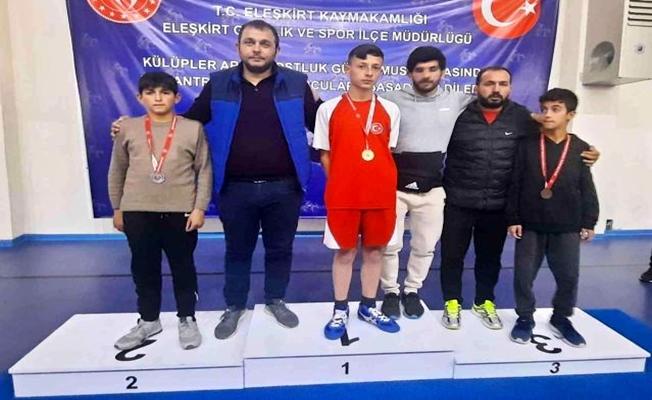 Eleşkirt'te Dostluk Turnuvası Düzenlendi.