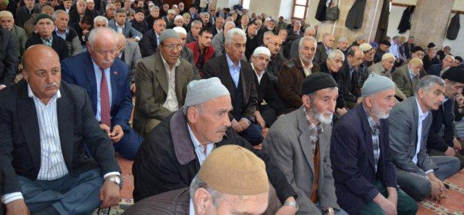 8. Cumhurbaşkanı Özal ve 'Hamido' için mevlit okutuldu