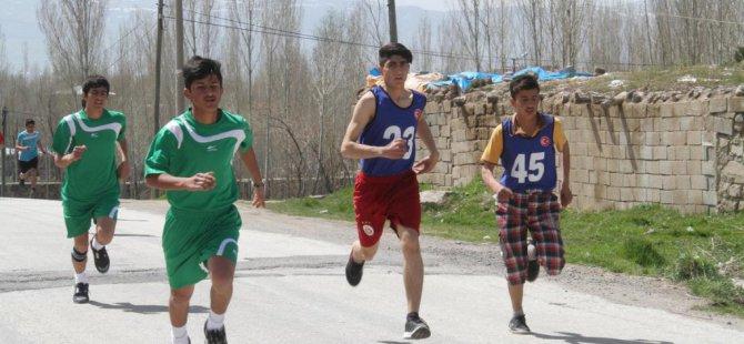 Muradiye'de atletizm yarışması düzenlendi