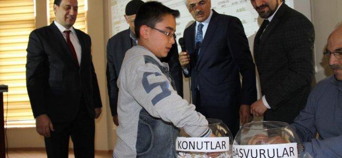 Erzincan'da toplu konut kura çekimi
