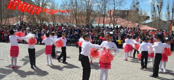 Van'ın Özalp ilçesinde 23 Nisan Ulusal Egemenlik ve Çocuk Bayramı