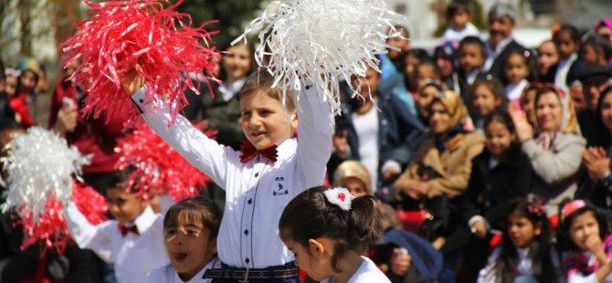 Van'ın Erciş ilçesinde 23 Nisan Ulusal Egemenlik ve Çocuk Bayramı