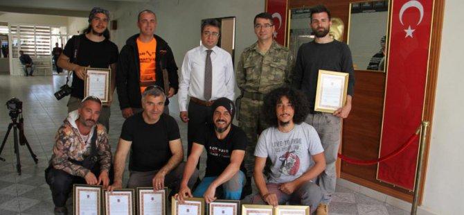 Şemdinli Kaymakamı Öztürk'ten paraşütçülere teşekkür