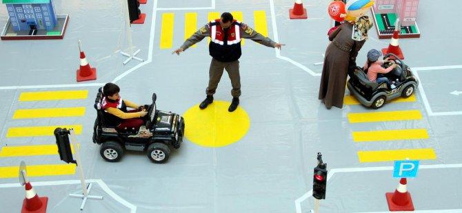 Jandarmadan 'Karayolu Trafik Haftası' etkinliği