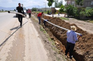 Yüksekova'da içme suyu hattı çalışmaları