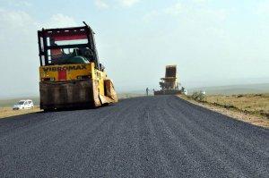 Arpaçay'da köy yolları asfaltlanıyor
