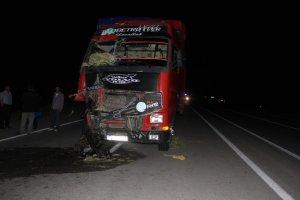 Erzurum'da traktörle tır çarpıştı: 8 yaralı
