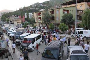 Şemdinli'de taşlı sopalı kavga: 5 yaralı