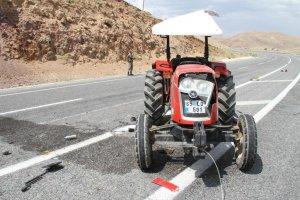 Muradiye'de traktör takla attı: 2 yaralı