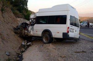 Hizan'da trafik kazası: 1 ölü, 13 yaralı
