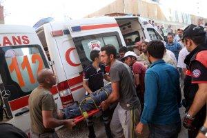 Erzurum'da 'duvara yazı yazma' kavgası: 3 yaralı