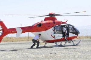 Beyin kanaması geçiren hasta helikopterle hastaneye kaldırıldı