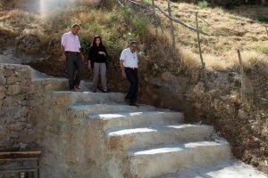 Engebeli mahalleye merdivenli çözüm