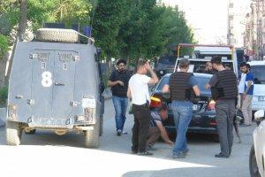 Yüksekova'da şüpheli otomobil paniğe neden oldu