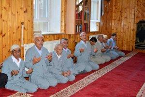 Adilcevaz'da hacı adayları kutsal topraklara uğurlandı