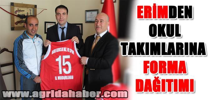 İl Müdürü Erim'den Başarılı Okul Takımlarına Malzeme Desteği