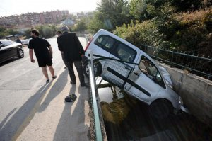 Hafif ticari araç sulama kanalına devrildi