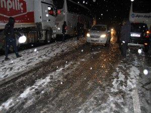 Erzincan-Sivas ve Erzincan-Gümüşhane karayolu ulaşıma kapandı