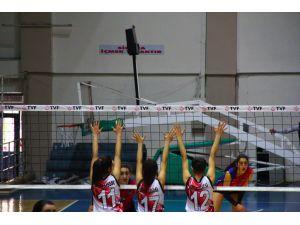 B Gençler Voleybol Yarı Final Müsabakaları Erzincan'da Başladı