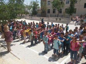 Savaş Mağduru Çocuklar Türkiye'de Eğitime Devam Ediyor