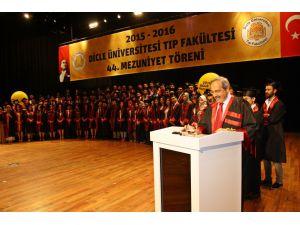 Dicle'de Hekim Adayları Diplomalarını Aldı