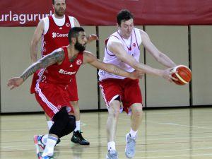 A Milli Basketbol Takımı, Antalya'da Hazırlıklarını Sürdürüyor
