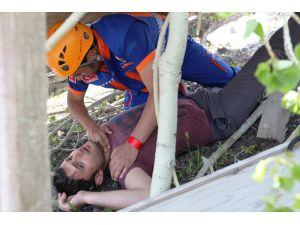 Erzurum'da Enkaz Altından Yaralı Kurtarma Tatbikatı
