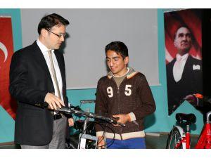 Hekimhan'da Bisiklet Dağıtım Töreni Yapıldı