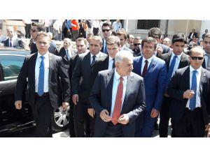 Başbakan Yıldırım, Cumayı Dolmabahçe Camii'nde Kıldı