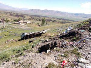 Ağrı'da Kamyon Şarampole Devrildi: 2 Ölü