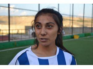 Malatya Bayanlar Spor Kulübü Defans Oyuncusu Sarıgül: