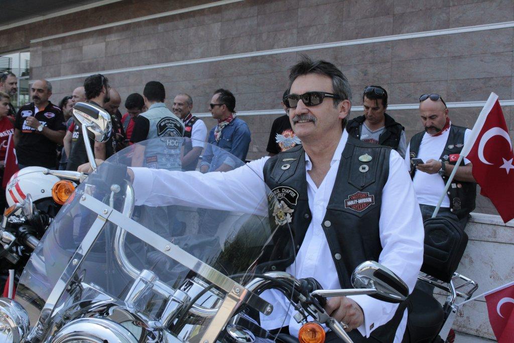 Eski Bakan Tüzmen'den Motosikletle Demokrasi Turu