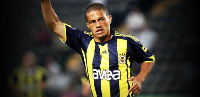 Eski Fenerbahçeli yıldız Alex de Souza Van Persie'ye geçmiş olsun mesajı yayımladı ?