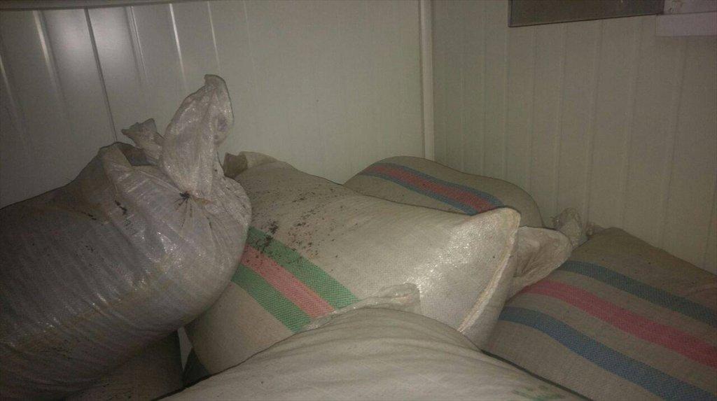 Van'ın Başkale İlçesinde tam 6 ton 77 kilogram kaçak çay ile porselenler ele geçirildi