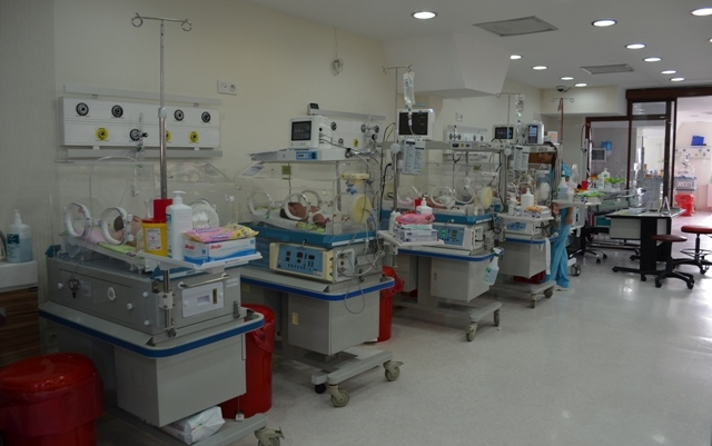 Bir Annenin Yeni doğan bebeği suriyeli bir anne tarafından emzirilince problem çıktı