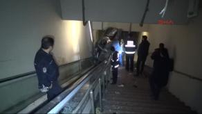 Bursada Otomobil Metro Yaya Alt Geçidine Uçtu