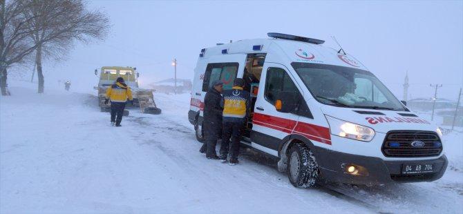 Ağrı'da Kapanan Köy Yolunda Nedeniyle Hamile Kadının 3 Saatte Hastane Ulaştı