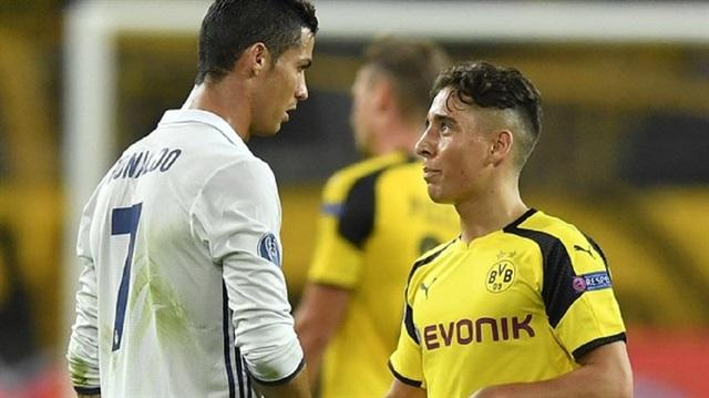 Ronaldo Emre Mor'a Formasını Hediye Etti