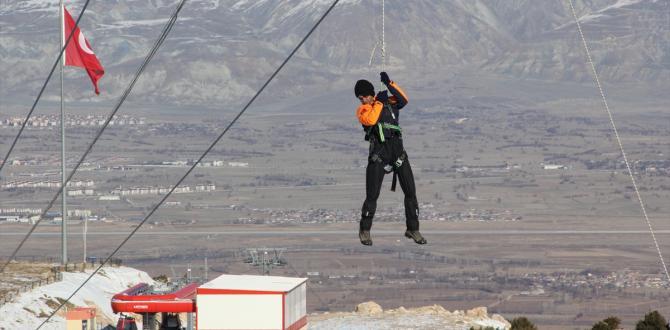 Erzincan'da Kayak Merkezindeki Kurtarma Tatbikatı Gerçeğini Aratmadı 