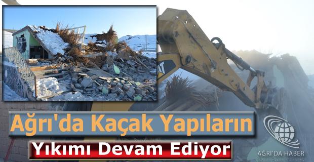 Ağrı'da kaçak yapıların yıkımı devam ediyor