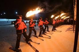 Jak Timlerinden Şehitler İçin Meşaleli Kayak Gösterisi