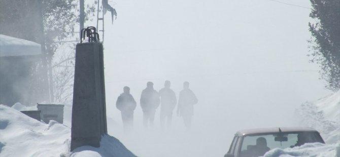 Hamur ve Tutak karayolunda yoğun sis olumsuz etkiliyor