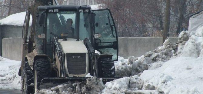 Hamur'da kar temizleme çalışmaları sürdürüyor