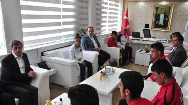 Vali Çınar'ın Sporcuları Kabulü