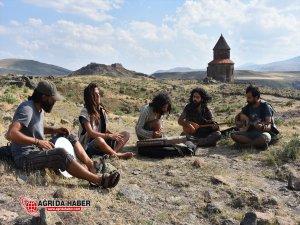 Şehir Şehir Dolaşarak Anadolu'nun Ezgilerini Seslendiriyorlar