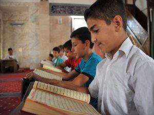 Kur'an Kursuna Katılan 250 Çocuğa Sertifika Verildi