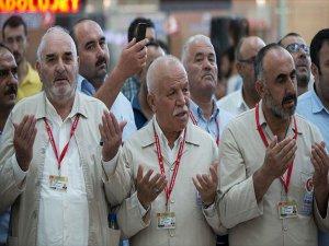 İlk Hac Kafilesi Ankara'dan Uğurlandı